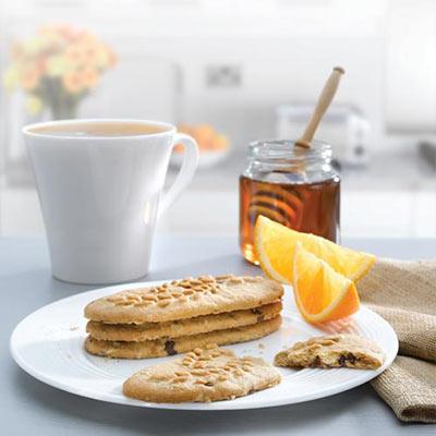 Colazione tradizionale italiana con biscotti e miele biologico