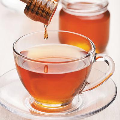Miele nelle bevande: abbinamenti per tisane, tè oppure latte