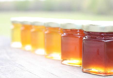 Miele proprietà: 10 benefici del miele grezzo documentati da studi